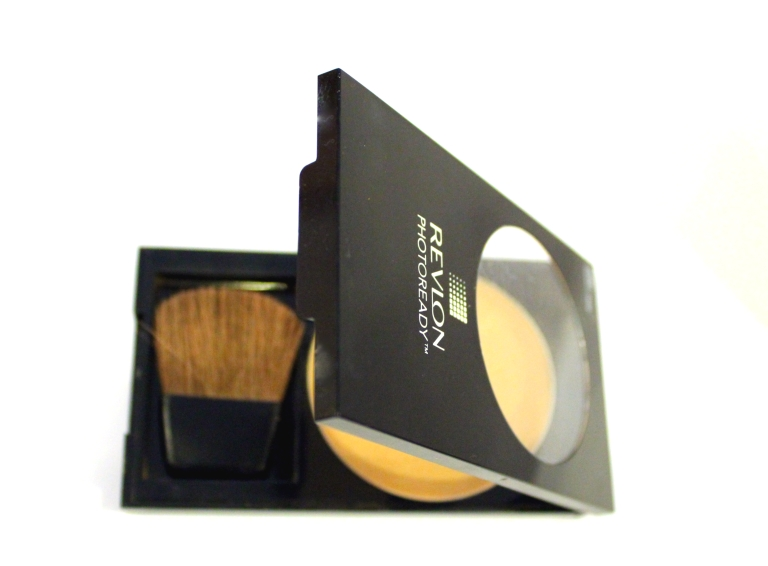 Revlon Photo Ready compact powder with shimmer extracts