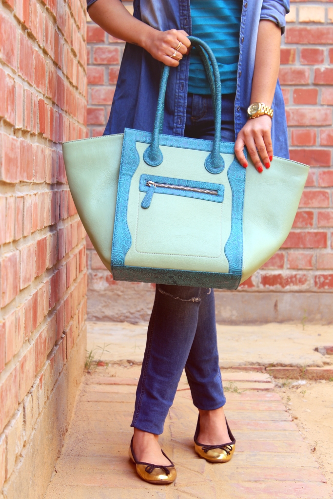 I give this tote a 10/10 for style-n-storage. An ideal bag for a casual day out with friends, to college, or even for work.